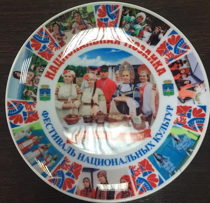 Нанесение на тарелки с логотипом деколь