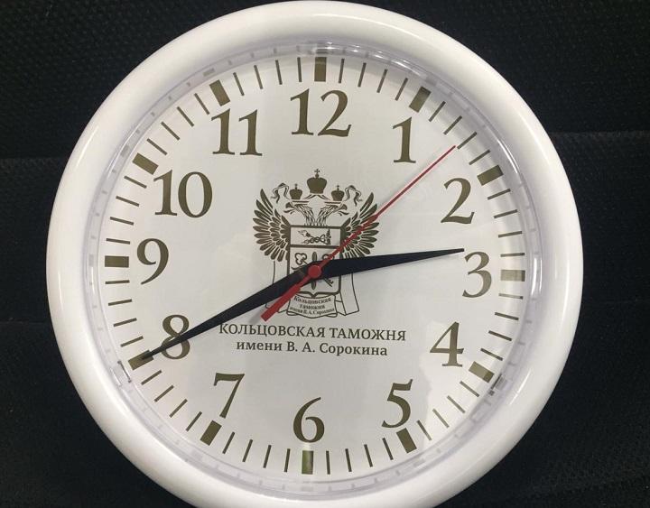 Часы с логотипом настенного типа